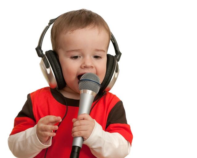 Как научить ребенка первым словам?