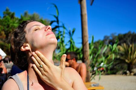 Существуют народные натуральные средства защиты от солнца