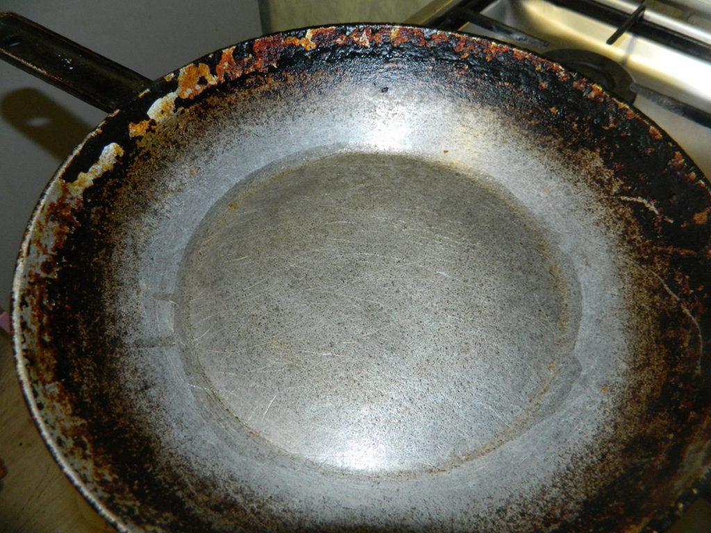 Берем сковороду