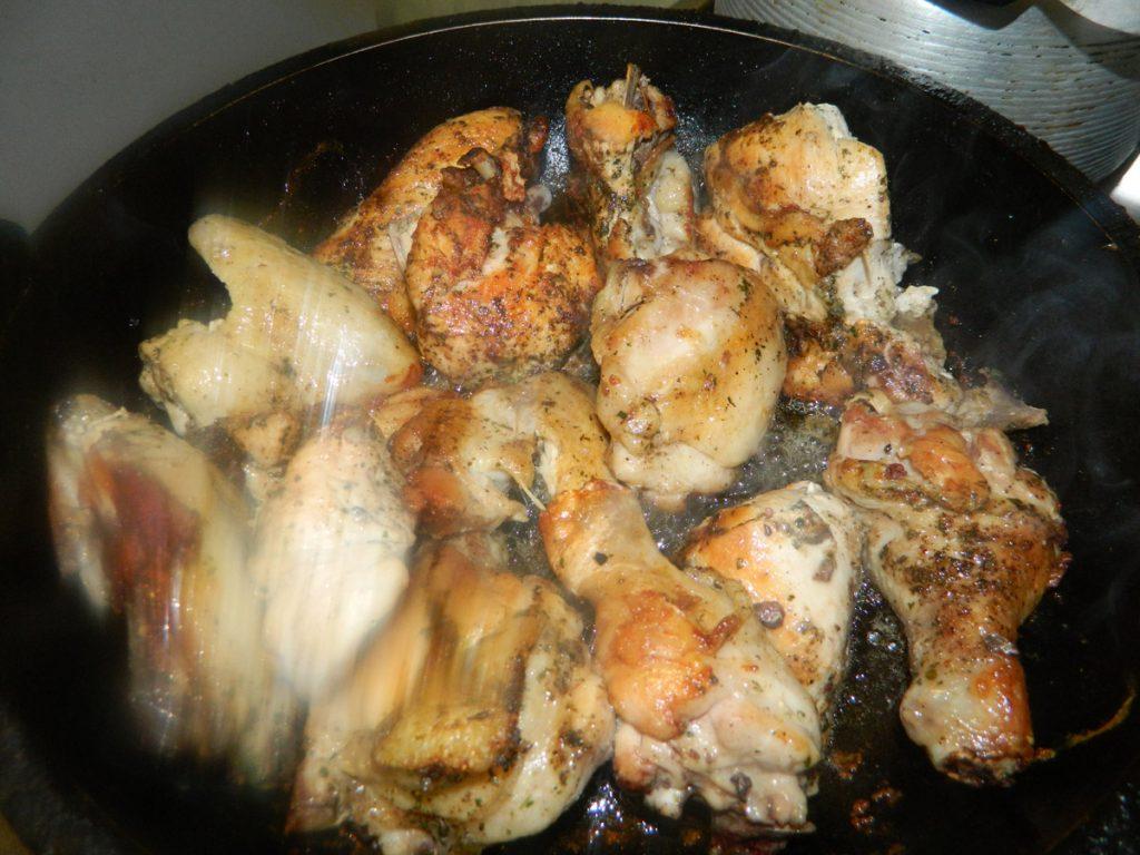 Рановмерно обжариваем курицу
